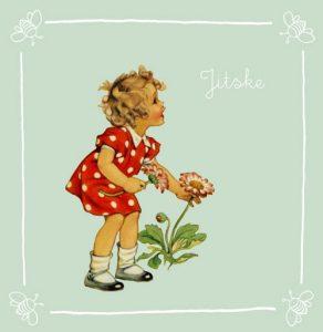 Retro geboortekaartje met lief meisje dat bloemetjes aan het plukken is. Kleuren petrol blauw en rood.
