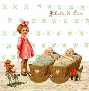 Geboortekaartje nostalgisch zus is een geboortekaartje waar de zussen ook een rol spelen op het kaartje. De zus staat bij de wieg naar de tweeling te kijken. Nostalgisch geboortekaartje.