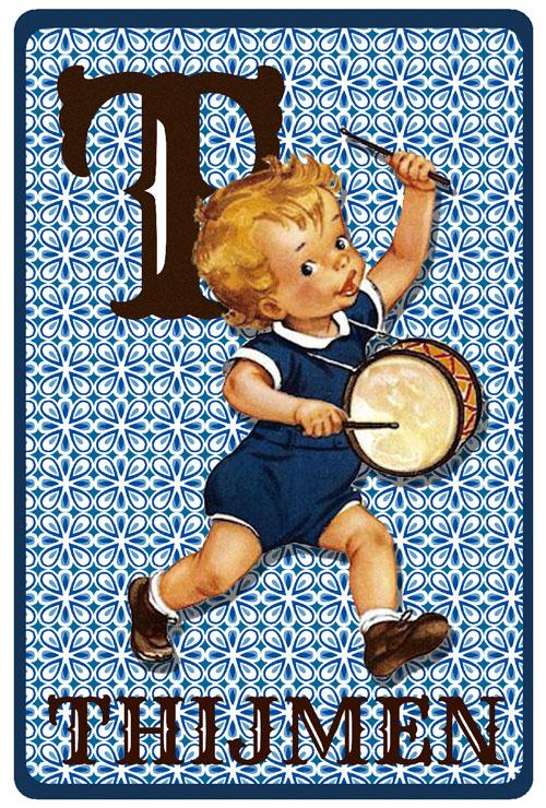 Geboortekaartje retro vintage met jongen en trommel. De retro vintage geboortekaartjes zijn geïnspireerd op de retro alfabet boekjese