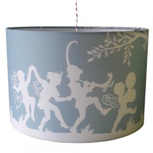 Een geboortekaartje met bijpassende kinderlamp voor in de kinderkamer? Dat is mogelijk! We kunnen hem zelfs helemaal naar jouw wens maken met bijvoorbeeld de geboortedatum of de naam van jullie kindje.