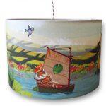 Hanglamp met bonte verzameling van beesten op de boot. Ze lijken zo uit de Gouden Boekjes gelopen. Geweldige eyecatcher voor op de kinderkamer of babykamer