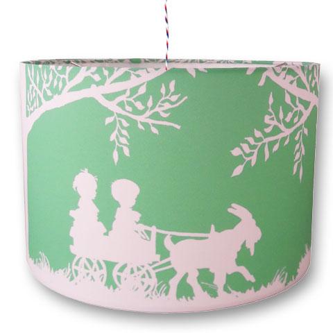 Kinderlamp met silhouette van kindjes op de bokkenwagen. In de kleuren mint en wit. Voor een rustig klassiek kinderkamertje en voor wie van nostalgie houdt.
