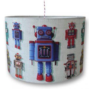 Kinderlamp voor de jongenskamer met robot. De retro robotjes zijn stoer maar ook decoratief.
