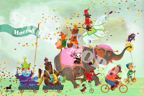 Ansichtkaart hoera. Ansichtkaart met circus dieren van Studio POPPY is met veel aandacht en zorg gemaakt. Geschikt om te versturen maar ook leuk als begeleidend schrijven bij een kado. Of een ansichtkaart inlijsten misschien? Wat je er ook mee doet, met deze vrolijke ansichtkaarten maak je een ander blij.