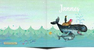 Retro geboortekaartje met walvis, de zeehond en pinguïn reizen met hem mee door de zee.