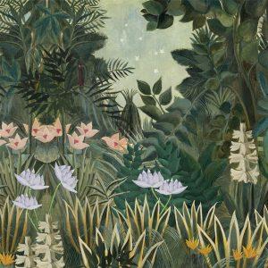 Botanisch behang met varens, bloemen en palmen.