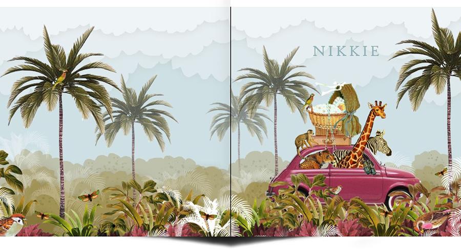 Geboortekaartje retro jungle safari met de Fiat. De giraffe, zebra en panter gaan mee met de wieg op het dak. Prachtige palmbomen om hen heen in de jungle.